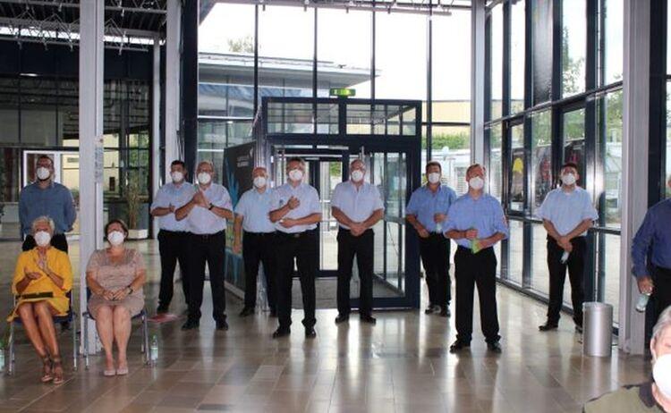 Besucher, u.a. der Feuerwehren bei der Eröffnungsveranstaltung: Klick öffnet eine vergrößerte Ansicht