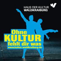 """Plakat """"Ohne Kultur fehlt dir was"""", auf dem ein Tänzerpaar ausgeschnitten ist"""