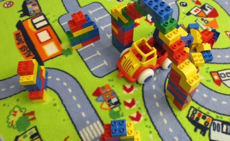 Bauprojekt Einer Lego Duplo Bau Und Spielestunde Fuer Kindergartenkinder