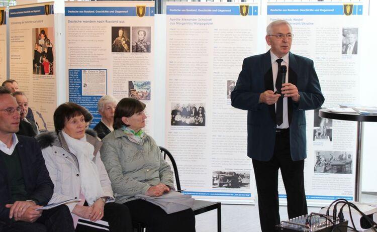 Besucher der Ausstellung Deutsche aus Russland : Klick öffnet eine vergrößerte Ansicht