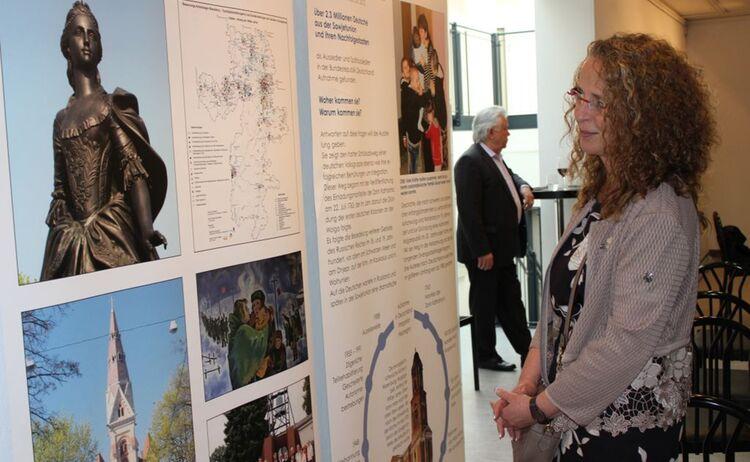 Karin Bessel bei der Ausstellung Deutsche aus Russland : Klick öffnet eine vergrößerte Ansicht