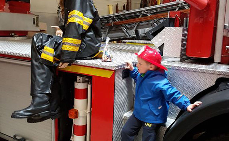 Feuerwehrauto Mit Puppen Copy