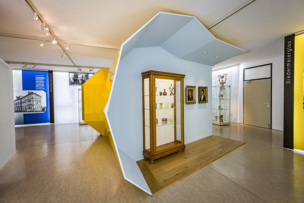 Innenaufnahme Glasmuseum im Haus der Kultur