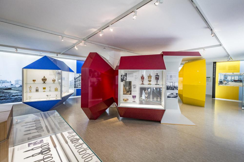 Innenaufnahme des Glasmuseums im Haus der Kultur