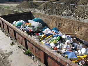 Rama dama, Großcontainer mit dem gesammelten Müll
