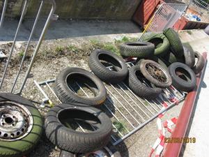 Reifen, die bei der Aufräumaktion Rama Dama gesammelt wurden