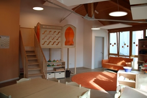 Blick in das Spielzimmer der orangenen Gruppe der Kita Kunterbunt
