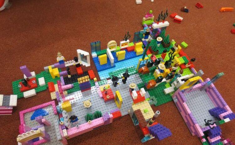 Legobauobjekt Entstanden Bei Einer Lego Bau Stunde Fuer Grundschueler