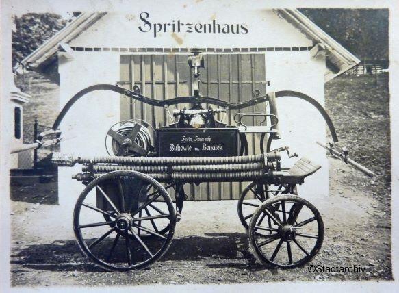 Spritze mit Spritzenhaus aus dem oberen Adlergebirge 1920 Jahre