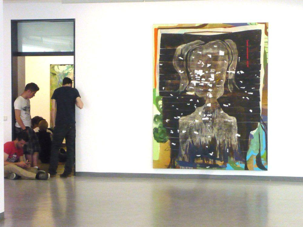Die Ausstellung von Wolfgang Betke wird aufgebaut